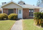 Foreclosed Home in Harvey 70058 2740 MAX DR - Property ID: 3588945