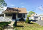 Foreclosed Home in Central Islip 11722 37 E LOCUST ST - Property ID: 3965649
