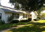 Foreclosed Home in Mount Vernon 62864 1 EVERGREEN DR - Property ID: 4041987