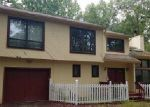 Foreclosed Home in East Stroudsburg 18301 326 ROBINWOOD TER - Property ID: 4047667