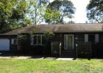 Foreclosed Home in Mastic 11950 118 MORICHES AVE - Property ID: 4051874