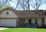 Foreclosed Home in Lake Jackson 77566 109 MISTLETOE ST - Property ID: 4130015