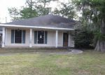 Foreclosed Home in Destrehan 70047 8 PARLANGE DR - Property ID: 4147388