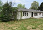 Foreclosed Home in New Albany 47150 4240 QUARRY RD - Property ID: 4156282