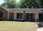 Foreclosed Home in Memphis 38128 3757 WYCHEMERE DR - Property ID: 4156878