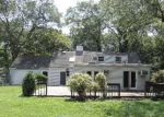 Foreclosed Home in Huntington Station 11746 17 E ROGUES PATH - Property ID: 4207326
