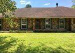 Foreclosed Home in Lafayette 70508 416 CHEROKEE LN - Property ID: 4213732