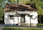 Foreclosed Home in Pontiac 48340 1040 MEADOWLAWN DR - Property ID: 4219440