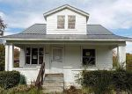 Foreclosed Home in Louisville 40216 3127 S CRUMS LN - Property ID: 4229603