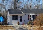 Foreclosed Home in Blue Point 11715 11 BARROW PL - Property ID: 4247867