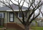 Foreclosed Home in Johnston City 62951 1407 BARHAM AVE - Property ID: 4263975