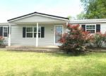 Foreclosed Home in Carbondale 62902 1136 BOSKYDELL RD - Property ID: 4274618