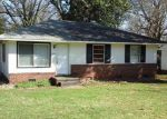 Foreclosed Home in Charlotte 28215 2401 FINCHLEY DR - Property ID: 6309689