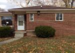 Foreclosed Home in Oak Park 48237 14120 GREENBRIAR ST - Property ID: 3866554