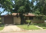 Foreclosed Home in Luling 78648 123 PARKVIEW ST - Property ID: 4142333