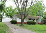 Foreclosed Home in Angleton 77515 909 N CHENANGO ST - Property ID: 4142344