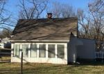 Foreclosed Home in Independence 64050 1600 N NOLAND RD - Property ID: 4231006