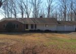 Foreclosed Home in Centerville 37033 1216 N OAK DR - Property ID: 4251063