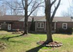 Foreclosed Home in Fairdale 40118 9909 LARLYN DR - Property ID: 4258867