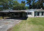 Foreclosed Home in Houma 70360 246 ELGIN ST - Property ID: 4261450