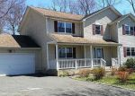 Foreclosed Home in Farmingville 11738 672 COLLEGE RD - Property ID: 4263895