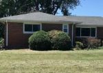 Foreclosed Home in Alton 62002 8075 WOLF RD - Property ID: 4289186