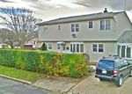 Foreclosed Home in Copiague 11726 301 28TH ST - Property ID: 6308769