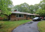 Foreclosed Home in Smithtown 11787 37 ROUNDABOUT RD - Property ID: 6310986