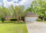 Foreclosed Home in Lafayette 70506 209 SHADOWBRUSH BND - Property ID: 6311181
