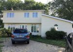 Foreclosed Home in Islip Terrace 11752 70 TELLAR DR - Property ID: 6322250